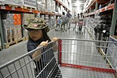 SAKURAKO - Costco. (MIKI Yoshihito. (#mikiyoshihito)) Tags: poverty japan sapporo daughter business costco corp sakurako wholesale     costcowholesalecorp 311 povertybusiness