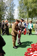 Laying wreaths, Ulster Tower (Richard Buckley) Tags: somme centenary picardy france battle war memorial poppies field corn scene view statue soldier basilica cross headstone grave greatwar worldwar1 caribou troops irish newfoundland australian shell artillery cemetery trench ceremony