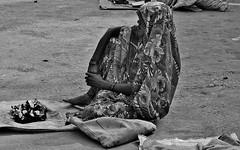 INDIEN , india , unterwegs nach Varanasi, am Rand der Strae, 14258 (roba66) Tags: menschen people leute frau woman portrait aufdenstrasen indianlife indienunterwegsnachvanarasi blackwhite bw sw branco negro blackandwhite blancoenero blancoynegro monochrome byn bretoebranco einfarbig schwarzweis women