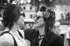 Eye to eye... (Periades) Tags: bw blackandwhite blackwhite candid cheveux chapeau fille femme fresco girl glasses girlfriends human hair hat lunettes mode nb noiretblanc photoderue rue streetphotography street steethuman smile sourire woman