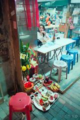 Mini Restaurant Shrine (Taomeister) Tags: hongkong fujifilmnph400 yaumatei minoltacle konicahexanonm2828km asa200