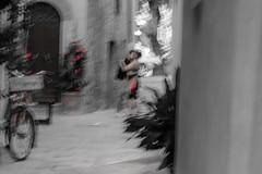 The Kiss. Melting Farewell - Atto Secondo (marco soraperra) Tags: nikon nikkor amore kiss love bike street via pienza people couple flowers bw farewell red