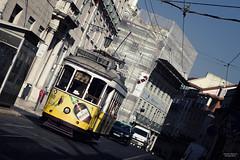 Tram 28 - Lisbona (Ricardo Alguacil) Tags: lisboa lisbona portugal portogallo ricardo alguacil ricardoalguacil canon eos 7d 2470 tranvia tram 28 amarillo giallo