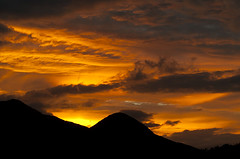 Sueve's sunrise (elosoenpersona) Tags: sueve viyao borines amanecer sunrise asturias piloa elosoenpersona sky cielo nubes clouds silueta montaa mountain ordiyon ordiyn pico peak