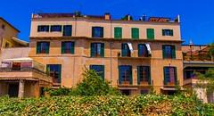 Passeig d' alt murada, Palma de Mallorca. House in the wall of Palma de Mallorca. (Jononse) Tags: palmademallorca islasbaleares balearicislands muralla wall daltmurada house casa fachada facade traditional