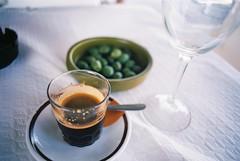 15 Archidona lunchtime coffee (I  Minox) Tags: film 2016 olympusom2n om2n om2 olympus olympusom2 kodak kodakektar100 ektar 100asa archidona espaa spain andaluca mlaga