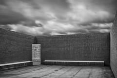 Petite cour Vitra (...::: Antman :::...) Tags: murs walls cour court vitra archi architecture perspective noiretblanc blackandwhite vide empty