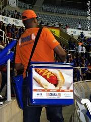 Cachorro quente  Geneal (FM Carvalho) Tags: brazil rio brasil riodejaneiro vendedor hotdog sony cybershot cachorro sonycybershot quente brsil cachorroquente geneal maracanzinho hx9v sonyhx9v cachorroquentegeneal