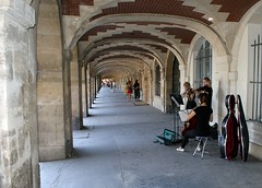 Paris - Place des Vosges (tor-falke) Tags: city paris france french frankreich europa europe sony capitale francais parisien alpha200 lesruesdeparis