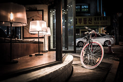 Bicycle in front of the window (myDays / S.Lee) Tags: street leica light window bicycle night 35mm bokeh f14 summilux asph v2 fle mydays colorphotoaward bokeholic namusu m9p bokeholiccom