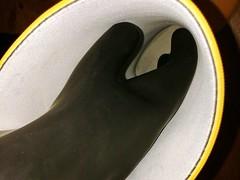 What's happening here? (essex_mud_explorer) Tags: yellow hunter rubber wellington wellingtons wellies welly wellingtonboots rubberboots gumboots gummistiefel rubberlaarzen rainboots madeinscotland vintage gates marigoldemperor gloves gauntlets me107