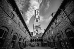 Campanario (Mauro Esains) Tags: brujas brugge blgica torre del campanario patio puertas cielo nubes gran angular aire libre paseo ladrillos antiguo medieval galera sol tranquilidad turismo