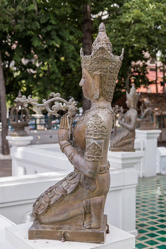 2016/07/25 11h32 statue, Sao Intakhin (Wat Chedi Luang)