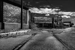 Infranchissable (vedebe) Tags: usine usinedsaffecte porte portes rails route rue noiretblanc netb nb bw monochrome urbex