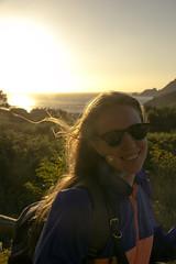 Eva con el mar de fora de fondo (m1sz) Tags: fisterra finisterre atardecer sunset galicia mardefora galifornia