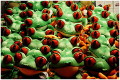 frogs attack (Philippe Gillotte) Tags: frogs grenouilles toys green red shop