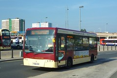YX06HVO East Yorkshire Enterprise Plasma 501 (Sharksmith) Tags: bus hull interchange 501 eastyorkshire ststephensstreet plaxtonprimo eyms staffbus enterpriseplasma yx06hvo