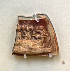 Lamp fragment depicting a warship with centaur ornament and soldiers. (diffendale) Tags: london lamp museum soldier ancient marine terracotta device relief nave oar british sailor ram britishmuseum artifact antico lucerna warship guerriero galley centaur prow centauro marinaio trireme bireme 1stcce museobritannico