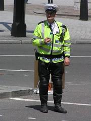 Metropolitan Police Motorcyclist (Alex von Schmidt) Tags: motorcops policemotorcyclists britishmotorcops