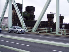 Runcorn 15 Nov 08 069 (DizDiz) Tags: cheshire bridges railings turrets girders railwaybridge crenellations olympusc720uz