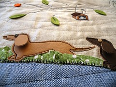 sneak 2 ... (monaw2008) Tags: dog leaves bag handmade linen felt fabric denim applique dackel monaw monaw2008