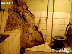 ห้องน้ำ ทับภูเขา วัดเขาบันไดอิฐ