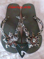 hav.onça (Nina.artes) Tags: flores havaianas fuxico chinelos tecido personalizados