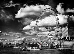 "The Eye (Explored & ""front paged"") (chmeermann) Tags: uk england sky bw london thames clouds boats blackwhite nikon unitedkingdom ships londoneye sw nikkor schwarzweiss 18135 d80 mygearandme mygearandmepremium mygearandmebronze"