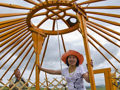 - Ger Set Up - Two Support Pillars (Paul B Jones) Tags: travel camping orange tourism hub support spokes birding structure mongolia frame yurt accommodation pillars birdwatching lattice ger mongolie ecotourism mongolei   nomadicjourneys gerscape
