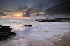 Le soleil se lve sur la cte nord #2 ~ le d'Yeu [ Vende ~ France ] (emvri85) Tags: sun beach sunrise soleil sable wave vague plage leverdesoleil le yeu iledyeu dyeu cotenord leefilters lagournaise pointedelagournaise