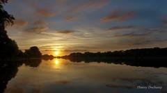 Pourquoi je me lve tt (photosenvrac) Tags: soleil eau paysage loire matin fleuve couchdesoleil thierryduchamp
