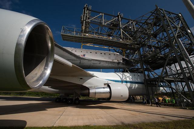 Space Shuttle Endeavour (201209180015HQ)