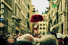 Follow me! (Carlos Corts L.) Tags: tourists florencia firenze followme piazzadelduomo stphotography
