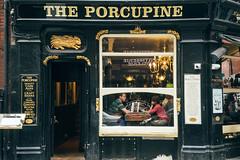 Couple In The Pub (SplitShire) Tags: black couple drink eat london londoncollection londonstreet love pub window