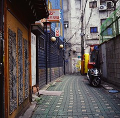 street scene - Seoul (Shoji Kawabata. a.k.a. strange_ojisan) Tags: lubitel166 kodak e100vs film filmphoto filmphotography lomo lomography analog analogphoto analogphotography eastasia asia east seoul korea alley alleyway backstreet street streetphoto streetphotography city cityscapes cityscape