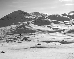 Northern Sweden (P. Burtu) Tags: blackwhite svartvitt berg mountain sverige sweden landskap landscape natur nature vildmark wild skiing skidkning skiresort winter vinter sn snow