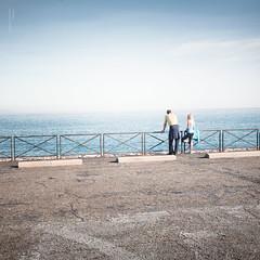 France, Alpes-maritimes, Antibes : regarder la mer ((vincent desjardins)) Tags: sea mer france canon landscape coast mar meer mare zee 5d antibes meri mediterraneansea rivage mditerrane alpesmaritimes baiedesanges farraige sj