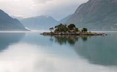 Tranquillity Lustralfjorden (Kees Waterlander) Tags: luster sognogfjordane