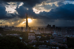 2 Typhoons around 暮光之城 (Sharleen Chao) Tags: city sunset urban building horizontal skyline clouds skyscraper canon landscape glow cityscape outdoor taiwan nopeople 101 taipei101 台灣 風景 sunflare 台北101 1635mm 虎山 雲隙光 canoneos5dmarkiii 日芒