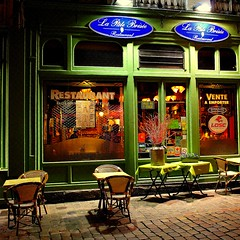 invitation for dinner (mujepa) Tags: dinner restaurant nightshot terrasse shopwindow lille oldtown pavements pavs estaminet devanture vieilleville dner vieuxlille mygearandme