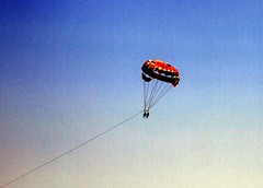 Paraflying (Mattia Camellini) Tags: sky sport flying twin bulgaria cielo stockphotos sporting blacksea parasailing imagebank bulgary perdue paracadute motoscafo obzor marnero parafly photobank paraflying canoneos7d bancaimmagini mattiacamellini canonefs18135mmf3556is imagerent imagesdatabase