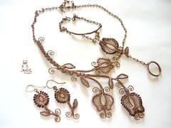 Barna-rzsaszn tulipnok (kricsr) Tags: flower necklace wire earring jewelry ring bracelet copper bead bangle wirewrapped