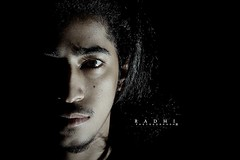 Portrait .. me (Mjnoon.Maha) Tags: light boy portrait white man eye portraits canon dark lights faces  closer
