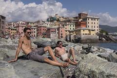 Boccadasse, Genova (Jan Sluijter) Tags: genova liguria boccadasse italia beach beachlife spaggia plage rocks rocca