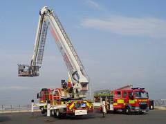 Lancashire Fire and Rescue Service drill time on Blackpool Promenade (j.a.sanderson) Tags: lancashirefireandrescueservice pl pumpladder hydraulicplatformvehicle hpv brontoskylift pf65lmu w552brn
