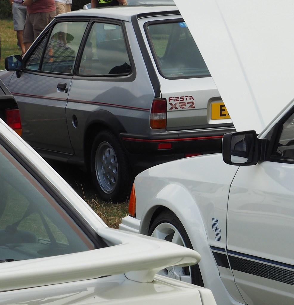 Fiesta XR2 (Hammerhead27) Tags: 80s spoiler thornfalcon somerset modern classic metal car show