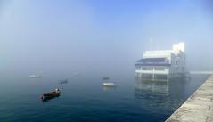 Niebla azulada (alfonsocarlospalencia) Tags: niebla botes martimo santander boyas azul reflejos muro blanco luz toldos agua wow