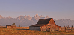 USA - Wyoming - Grand Teton NP - Mormon Row (Harshil.Shah) Tags: united states america wyoming grand teton national park mormon row moulton barn sunrise morning peak farm grandtetonnationalpark