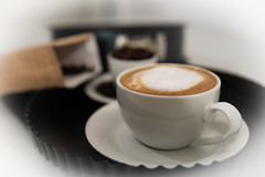 Kaffee und Kuchen(form) (JBsLightAndShadow) Tags: nikon nikond750 d750 tamron tamronsp2470mmf28divcusd kaffee kuchen kuchenform coffee cake cakeform metz metzmecablitz52af1 mecablitz