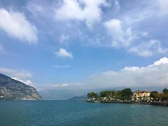 (Paolo Cozzarizza) Tags: italia lombardia brescia iseo acqua lago lungolago panorama cielo alberi